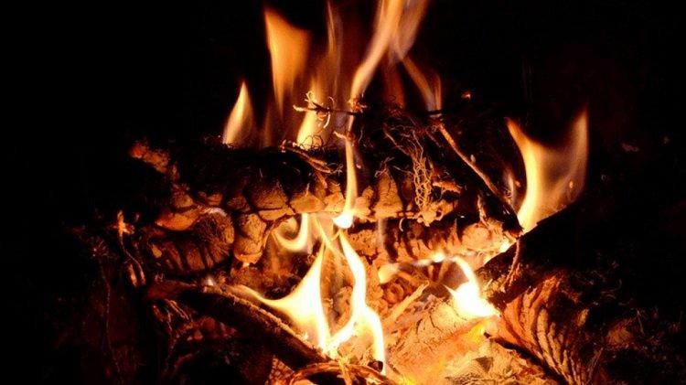 Close-up picture of bonfire
